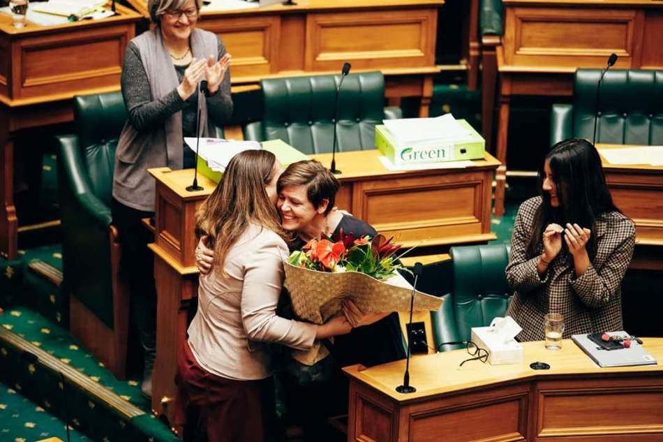 parlamento de Nueva Zelanda aprueba ley vacaciones víctimas violencia doméstica
